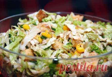 Салат с пекинской капустой, курицей и кукурузой — Sloosh – кулинарные рецепты