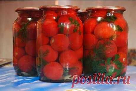 """Маринованные помидоры """"Людмила"""".  Я этот рецепт получила от моей сестрички Людмилы под названием «вкусные». А теперь когда посылаю кого-нибудь в свои закрома за помидорами прошу принести помидорки «Людмила», так как там маринадов много и все они вкусные. Но эти помидоры превзошли все мои ожидания.  Ингредиенты: Помидор — 15 кг Вода — 6,5 л Соль — 200 г Сахар — 400 г Уксус ( 9%) — 350 мл Морковь (средние) — 4 шт Перец сладкий — 4 шт Петрушка (где-то гр 150) — 1 пу..."""
