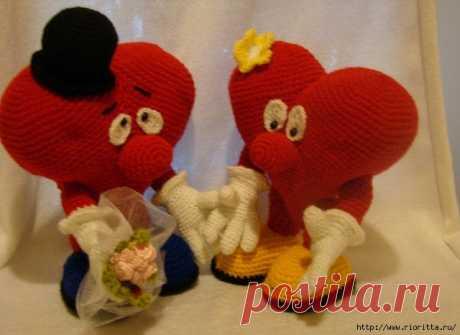 Los corazoncitos tejidos enamorados