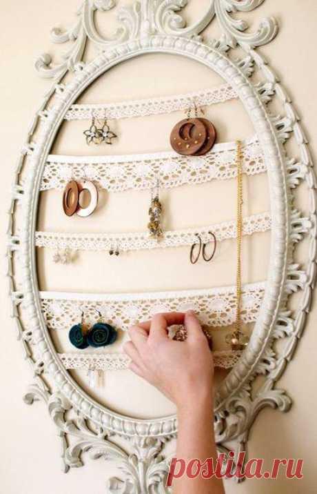 Как хранить бижутерию красиво и функционально. И каждое утро не придется рыться в шкатулке в поисках второй сережки или кулона.