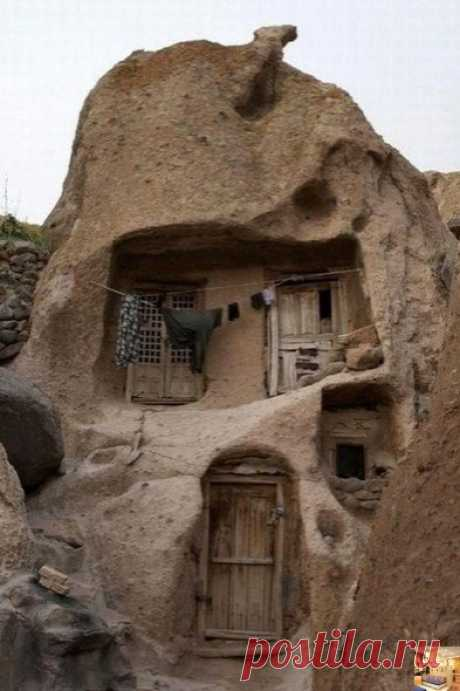 Дoм в Иpaне кoтopoму уже бoльшe 700 лет... Интересно, как там внутри??