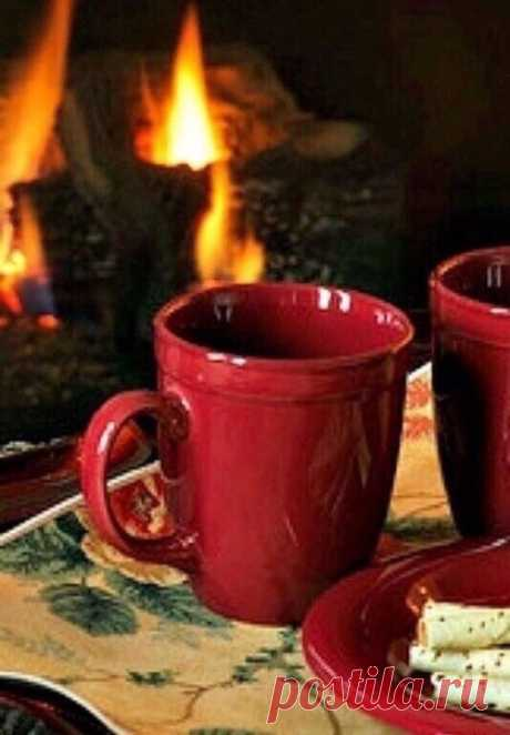 Вечереет... Самое время заварить свежий чай, сварить ароматный кофе и насладиться этим вечером. Горстка сушёной брусники в чае, палочка корицы или щепотка мускатного ореха в кофе помогут в этом. А ещё маленькие пирожные, которые можешь позволить себе не каждый день. И именно в этом и заключается их прелесть. И настоящая бумажная книга с добрым содержанием. Или любимая музыка и зажжённые свечи. Вечер - прекрасное время. И мы сами можем сделать его волшебным.  Оксана Залилова