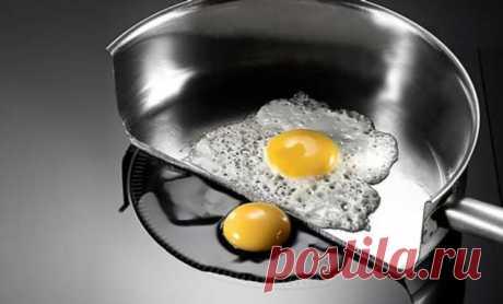 Проверяем индукционную плиту: если просто разбить на нее яйцо, оно не будет нагреваться | Люблю Себя