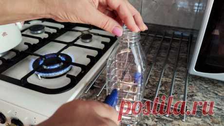 Теперь ничего не запутается. Способ хранения швейных ниток в ПЭТ бутылке При хранении ниток в шкатулке они постоянно разматываются и запутываются. Как следствие подолгу приходится развязывать узлы. Если перейти на хранения ниток в бутылке, то больше проблем с ними не возникнет.Материалы:прозрачная пластиковая бутылка квадратной формы;коктейльные трубочки.Процесс