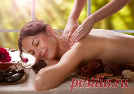 Lymphatic drainage massage of a body