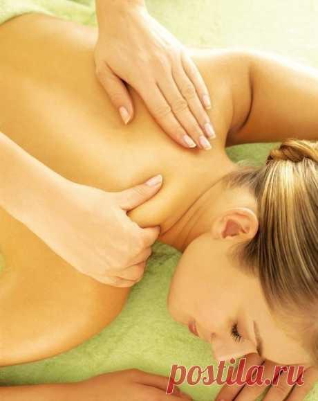 Как убрать отложения солей на шее? Это нужно знать всем!  Отложение солей на шее называют остеохондрозом шейного отдела позвоночника. Вследствие того, что шейный отдел позвоночника является весьма важной частью организма, нарушения в этой области приводят к серьезным нарушениям всего организма.  Область шеи является местом сосредоточения сосудов и нервов, питающих ткани шеи, лица, черепа. Кроме того, вследствие защемления нервных окончаний начинаются головные боли, онемени...