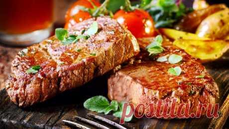 Стейк из говядины и овощи гриль с интересной заправкой