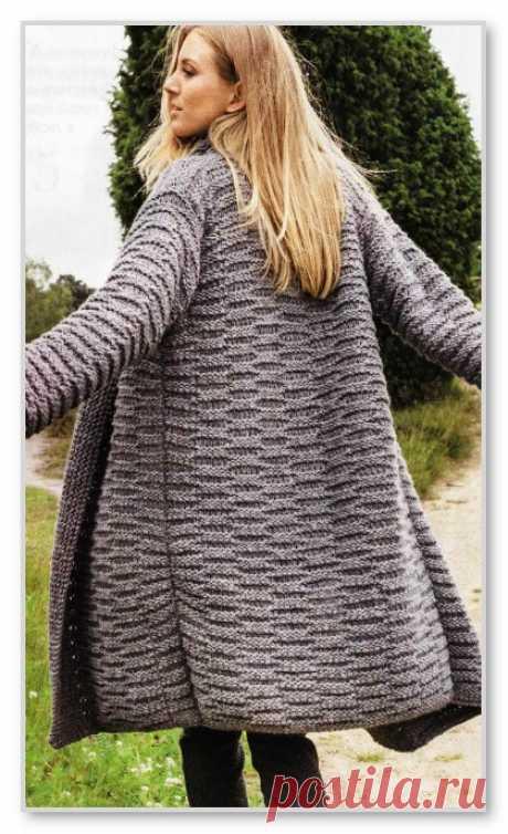 Вязание спицами. Описание женской модели со схемой и выкройкой. Прямой кардиган-пальто без застежки и с рельефным узором. Размеры: 38-42