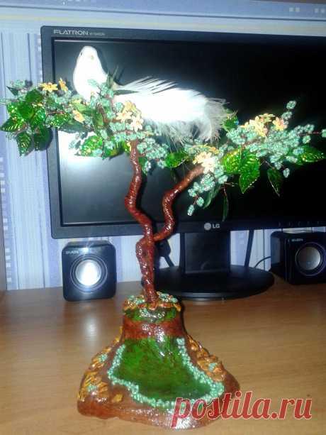 Дерево из бисера и паеток