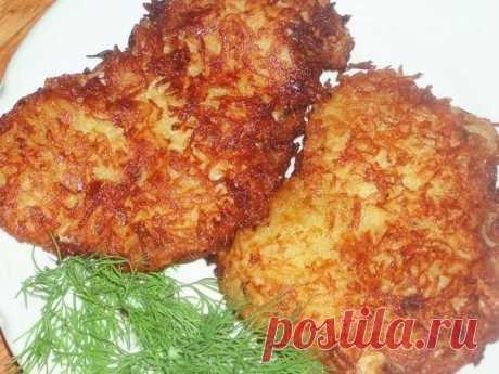 Куриная отбивная в картофельной панировке  Ингредиенты: - 2 филе курицы  - 2 средних картофелины  - 1 яйцо  - специи - растительное масло  Филе нужно хорошенько отбить, посолить и поперчить. Картофель очистить и натереть на крупной терке.   Отбитое филе обмакнуть в яйцо и обвалять в натертом картофеле. Сразу выложить на разогретую сковороду с растительным маслом.  Жарить с двух сторон на среднем огне по 10-15 минут, не закрывая крышку.   Каждая отбивная получается довольно...