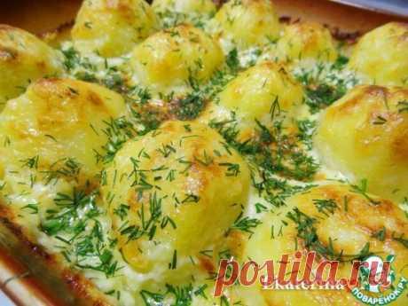 Картофель в сливочно-сырном соусе Очень вкусный и аппетитный картофель, утопающий в сырно-сливочном соусе. Может подаваться как в качестве гарнира, так и в качестве самостоятельного блюда. Источник: https://www.povarenok.ru/recipes/show/163369