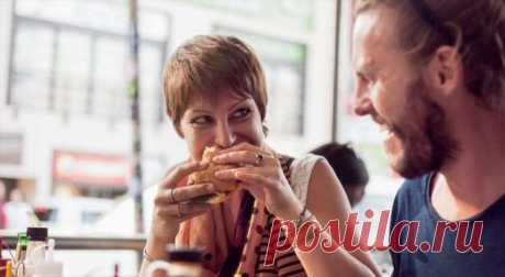 Переели? Как помочь здоровью ифигуре после обильного застолья . Милая Я В праздники трудно удержаться и не попробовать все вкусности, выставленные на столе. Но вот как помочь после этого своему здоровью и фигуре? Праздники в нашей культуре тесно связаны с застольями — и застолья эти редко бывают легкими и необременительными. Салатик от свекрови, пирожки от мамы, а еще торт от любимой подруги, и котлетки от тетушки, и фирменную курицу — все это нельзя не попробовать. В ито...