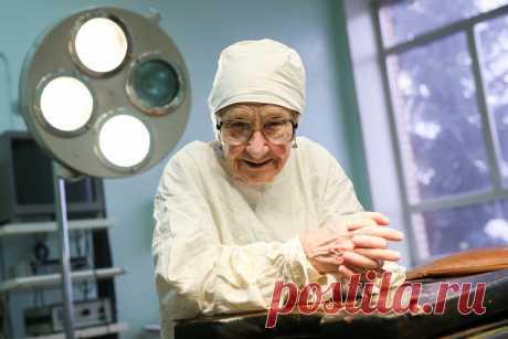 История хирурга, которая провела более 10 тыс. операций и в свои 92 года даже не думает о пенсии