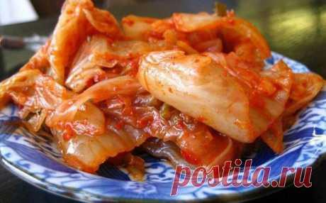 Кимчи — острая корейская закуска на основе пекинской капусты. Существует более 100 разновидностей и способов приготовления этого салата: фантазии корейских кулинаров нет границ! Кимчи из пекинской капусты  Ингредиенты Показать полностью…