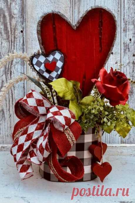 Showcasing some wreaths, swags, door hangers, and centerpieces created by talented designers on the Trendy Tree Custom Wreath Designer List. Most all these wreaths and centerpieces are offered…