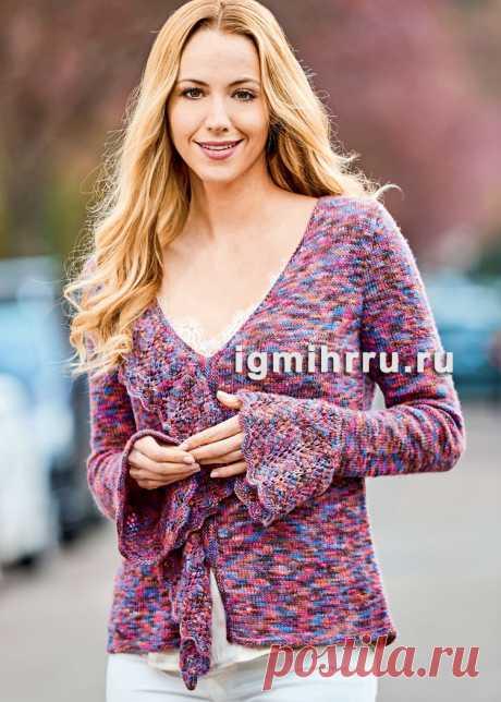 Меланжевый теплый пуловер с кружевными оборками. Вязание спицами со схемами и описанием