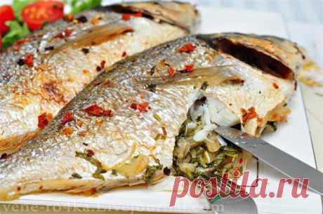 Рыба запечённая с кинзой