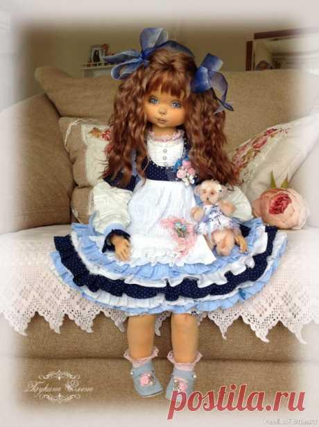 Коллекционная авторская кукла. | Куплю-продам Василинка, коллекционная текстильная кукла. Куколка в этот раз ростиком больше, чем предыдущие мои куколки, около 55 см.Малышка сшита из хлопка, обтянута трикотажем. Личико объёмное. Девчушка вся подвижная. Головушка крутится и наклоняется. Ручки и ножки крепятся, как у будуарных...