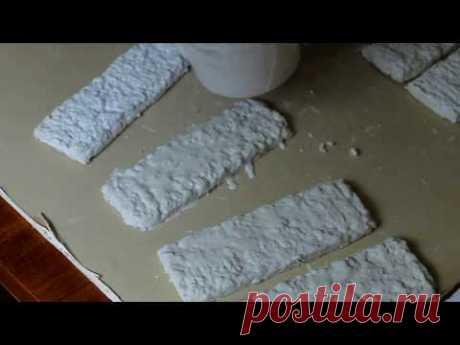 Декоративные кирпичики из яичных лотков (способ 1)