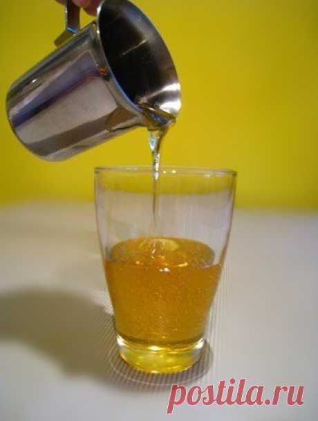 Как приготовить Инвертный сироп (заменитель кукурузного сиропа) рецепт с фото Во многих кулинарных рецептах необходим кукурузный сироп (Corn syrup). Его заменителем является инвертный сироп, который можно приготовить в домашних условиях в отличие от кукурузного. Основными качествами сиропа — почему его используют — являются антикристаллизационные свойства и отсутствие запаха. Некоторые используют мед в качестве заменителя кукурузного сиропа, но мед обладает характерным зап...
