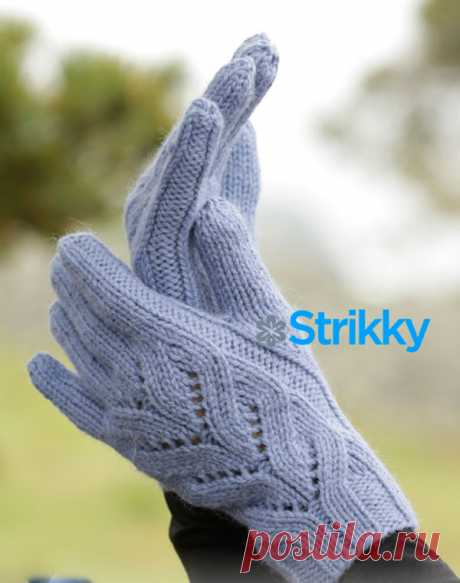 Перчатки от Drops Design с красивым узором вязаные спицами от Strikky.ru Вязание перчаток – работа кропотливая, требующая особого внимания. Там есть свои особенности, которые не сразу даются неопытным рукодельницам. Но, если Вам уже приходилось вязать перчатки,