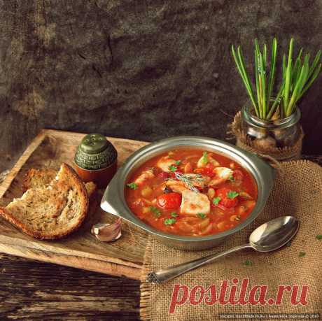 Как приготовить томатный рыбный суп по-итальянски Рецепт томатного рыбного супа по-итальянски. Как приготовить вкусный красивый суп на рыбном бульоне с овощами и травами. Итальянская кухня.