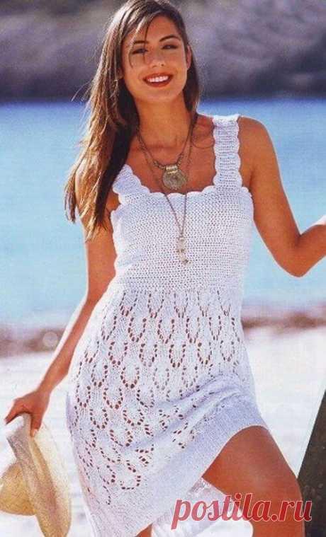 Белое ажурное летнее платье спицами: схема и описание