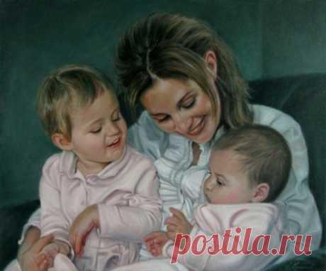 Мне говорят, что слишком много Любви я детям отдаю, Что материнская тревога До срока старит жизнь мою. Ну что могу я им ответить, Сердцам бесстрастным, как броня? Любовь, мной отданная детям, Сильнее делает меня.