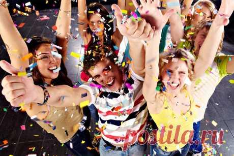 Сценарій нового року для 8-11 класів Розробка містить сценарі для нового року для старшокласників. Також в сценарії наява сценки та танці. Пісні та танці на ваш розсуд. Розраховано на невелику кількість дітей Автор: Приз Світлана Миколаївна ТАНОК    Ведучий 1.Добрий вечір всім присутнім у цьому залі!  Ведучий 2.Гарного відпоч