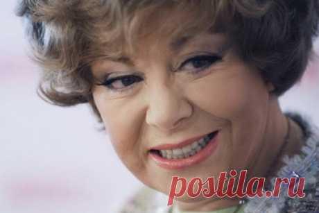 Без парика и косметики: как на самом деле выглядит 81-летняя Эдита Пьеха Легендарная эстрадная певица, народная артистка Советского Союза 31 июля этого года отметит 81-й день рождения. Наверное, нет человека в нашей стране, который не слышал песен Эдиты Пьехи. Икона стиля, женщина без возраста, первая дама советской эстрады – так характеризуют любимую певицу почитатели ее таланта. Об этой удивительной женщине написано так много, что добавить что-то новое сложно. Вместе с т...