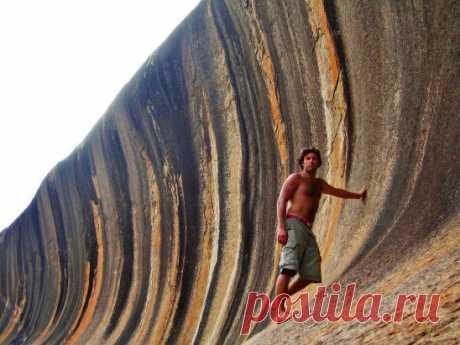 Australia. La ONDA DE PIEDRA - el arte, que crea la naturaleza... La Longitud de esta formación compone 110 metros, y la altura de 15 metros.