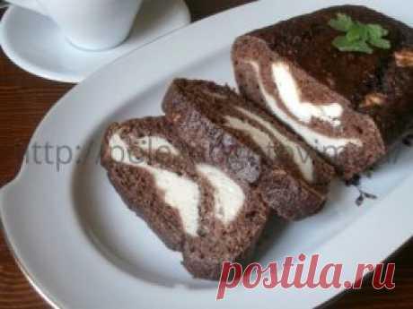 Шоколадный кекс из кабачка Шоколадный кекс из кабачка с нежной творожной начинкой - вкусный диетический десерт. Он готовится просто из обычных продуктов, а получается вкуснейшая выпечка