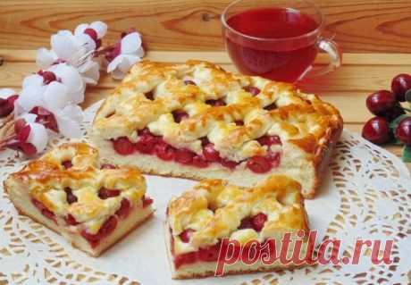 Сдобный пирог с вишней