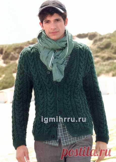 Зеленый мужской жакет, связанный сплошными «косами». Вязание спицами со схемами и описанием