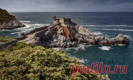 La fortaleza de Liguria. portovenere, Italia. El autor de la foto – AB: nat-geo.ru\/photo\/user\/296085\/