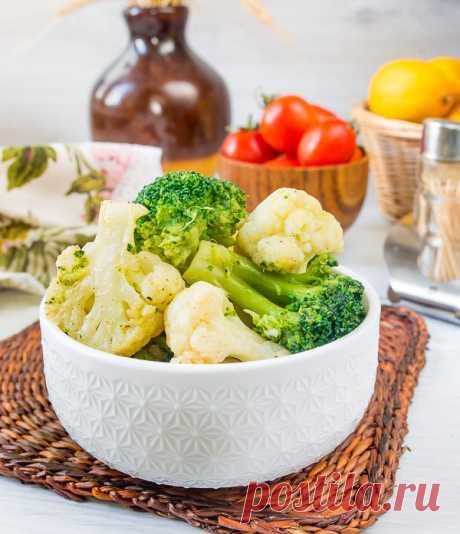 Две капусты с чесноком на Вкусном Блоге Вот вам рецепт вкусного овощного гарнира. Правда, он не постный и не веганский – в составе присутствует сливочное масло, которое придает дуэту из брокколи и цветной капусты очень приятный мягкий вкус. Если хотите, можете приготовить его на растительном масле, хотя вкус при этом упростится. Замороженные овощи для приготовления подходят –…