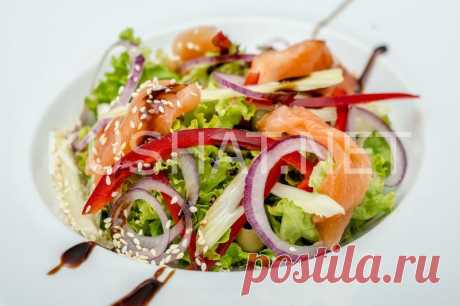 Овощной салат с семгой. Рецепт с фото • Кушать нет
