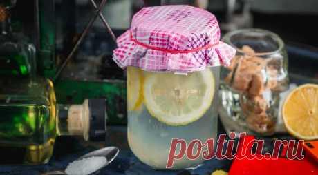 Лимонад с морской солью, обладающий волшебной силой - ПУТЕШЕСТВУЙ ПО САЙТУ. Лимонады с морской солью очень популярны в теплых странах. Такой коктейль легко восстановит водно-солевой баланс в жаркую погоду, подарит хорошее самочувствие, а при необходимости – снимет похмельный синдром. ИНГРЕДИЕНТЫ лимон – 20 г морская соль – 2 г лимонный фреш – 20 мл сахарный сироп – 25 мл лед – …
