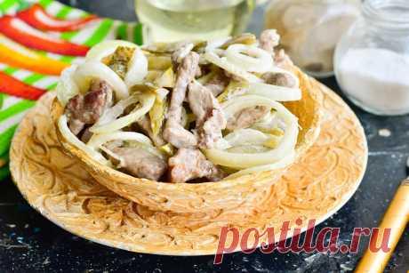 """Салат """"Чезаре"""" с мясом - оригинальный и вкусный Хотите удивить приглашенных на праздник гостей необычным блюдом? Тогда приготовьте оригинальнейший салат «Чезаре». Приятного аппетита!"""