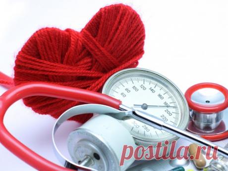 Когда повышенное давление симптомы? По статистическим данным повышенным нижним давлением часто страдает пожилое население и мужчины любого возраста. Признаками его увеличения является резкая боль в голове, головокружение, шум в ушах, приступы одышки. Возможны болевой дискомфорт в сердечной области.  Повышенное давление: симптомы, причины, лечение