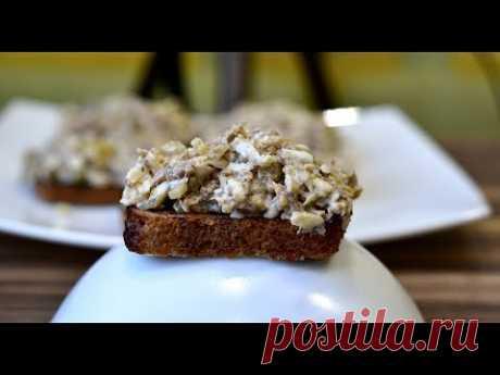 Суперская намазка на хлеб: шпроты, маринованный огурец, плавленный сырок, майонез.