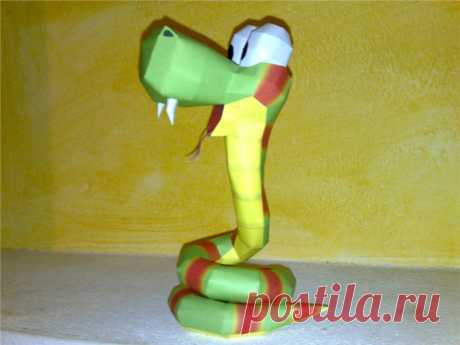 Rattly the rattlesnake papercraft Rattly the rattlesnake from Donkey Kong country 2 Designed and built by me. This is the download If you build it put a weight on the tail (piece 36 or 37) before closing the model, to make it stand