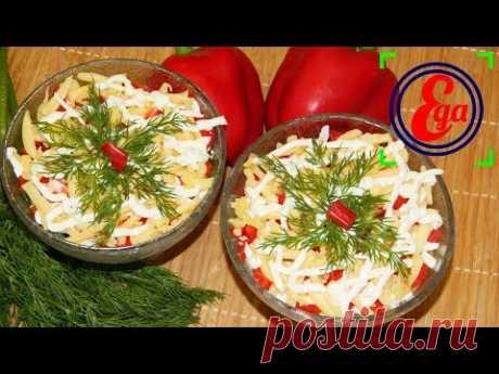 Порционный салат в креманках с огурцом, ветчиной и сладким перцем