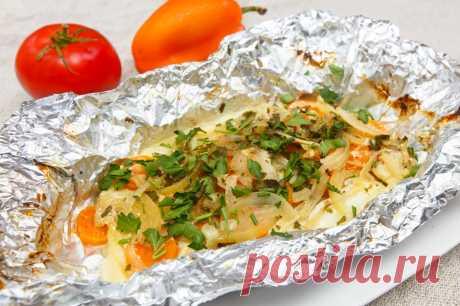 Вкусная запеченная рыбка с овощами: готовим порционно в фольге