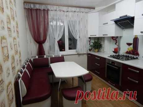 Кухня с угловым диваном