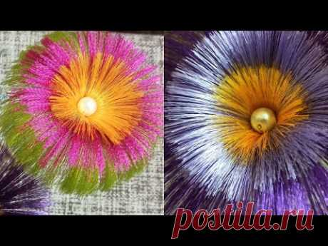 Las flores de las cintas satinadas