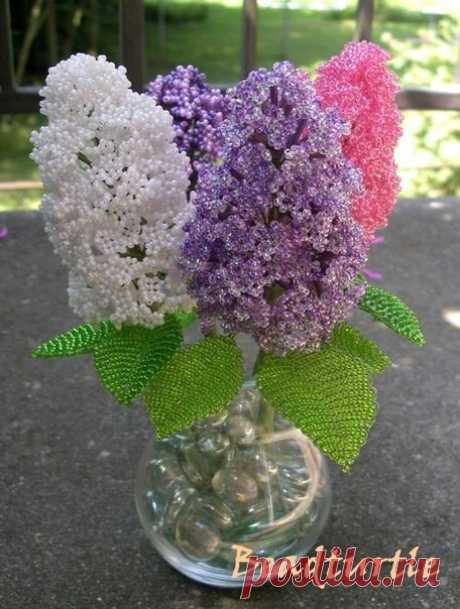 Сирень из бисера - Эфария Для небольшой ветки сирени понадобится бисер 10/0 или 9/0, 30 г для цветов и 30 г для листьев, 10 г стекляруса (в тон цветам), проволока 0,30 мм и металлический стержень 1 мм для сборки ветки. В описаниях сирени из разных книг советовали плести каждый цветочек соцветий на отдельной проволоке, я экономила, плела 2 цветочка на