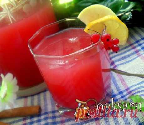 """Фруктово-ягодный морс """"Лето красное"""" Вкусный, ароматный прохладительный напиток, что может быть лучше в летнюю жару! Смородина красная — 1 стак.; Апельсин — 2 шт; Яблоко — 5 шт; Палочка корицы — 1 шт; Гвоздика (целая) — 2 шт; Вода — 2,5 л; Сахар — 0,5 стак.; Кубики льда (по вкусу) ;"""