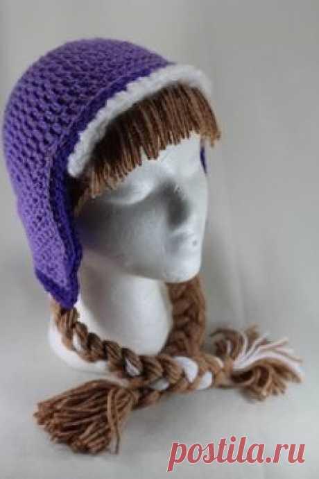Необычная шапочка с косами связанная крючком