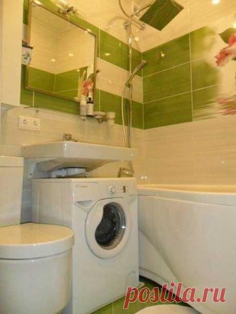 Маленькая ванная комната.